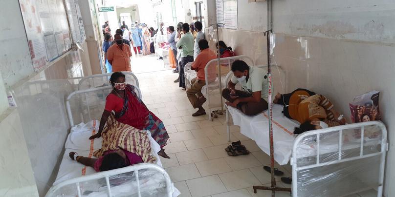 Hindistan'da bir hastanede en az 22 Covid hastası, sızıntı nedeniyle oksijen kaynağını kaybettikten sonra hayatını kaybetti.