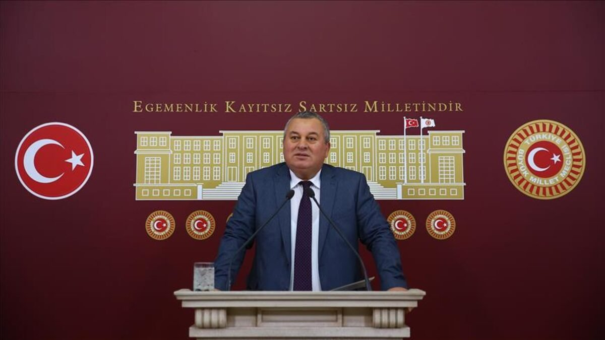 Demokrat Parti (DP) Ordu Milletvekili Cemal Enginyurt, Meclis'te düzenlediği basın toplantısında Hakimler ve Savcılar Kurulu seçimleriyle ilgili çağrıda bulundu.