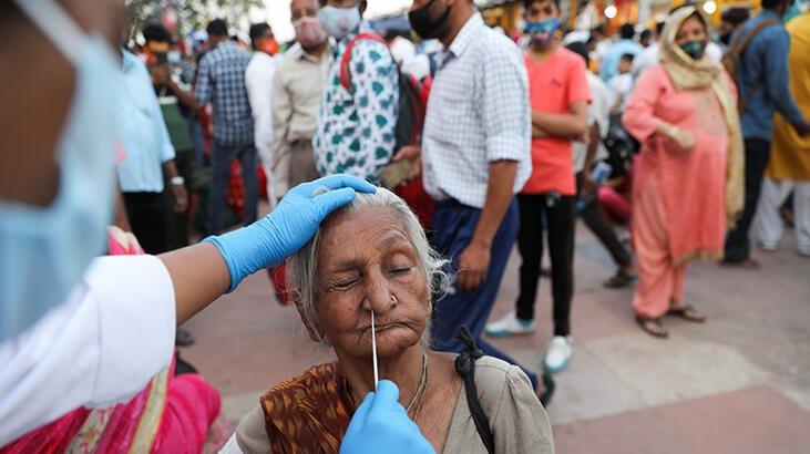 Virüs Hindistan'ı sararken rekor ölümler yaşanıyor
