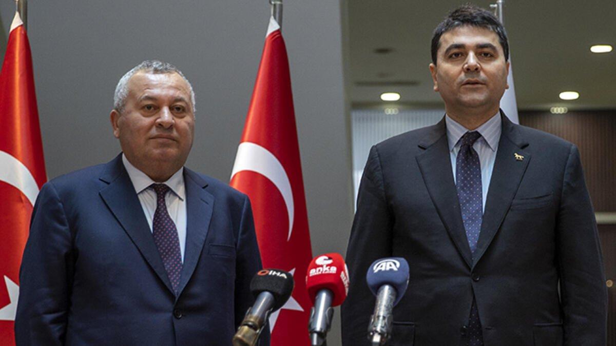 Demokrat Parti Genel Başkanı Gültekin Uysal beraberinde Ordu Milletvekili Cemal Enginyurt ile birlikte fındık fiyatlarına ilişkin açıklamalarda bulundu.